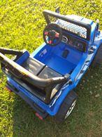 Jeep per bambini colore blu usato