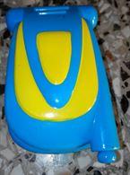 Cellulare giocattolo. In plastica, color celeste e giallo