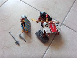 Playmobil - Vari personaggi con accessori - Cavalieri